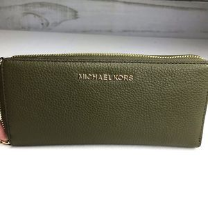 Michael Kors Jet Set Travel Leather Wristlet NWT